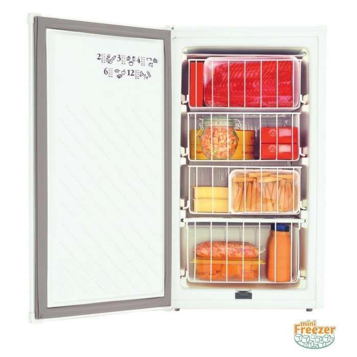 Freezer pequeno: Mini freezer branco aberto CVT10 - Consul