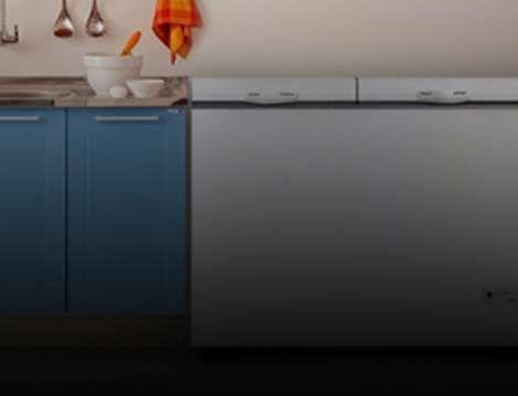 Freezer horizontal na cozinha, ao lado do balcão