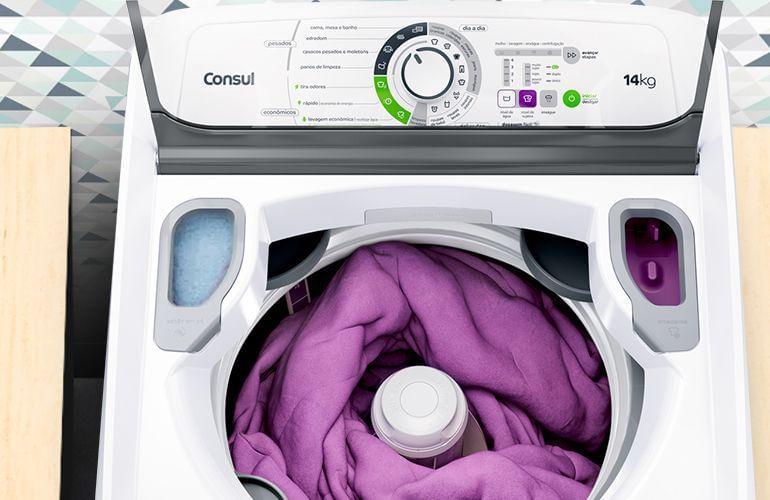 máquina de lavar vazando água