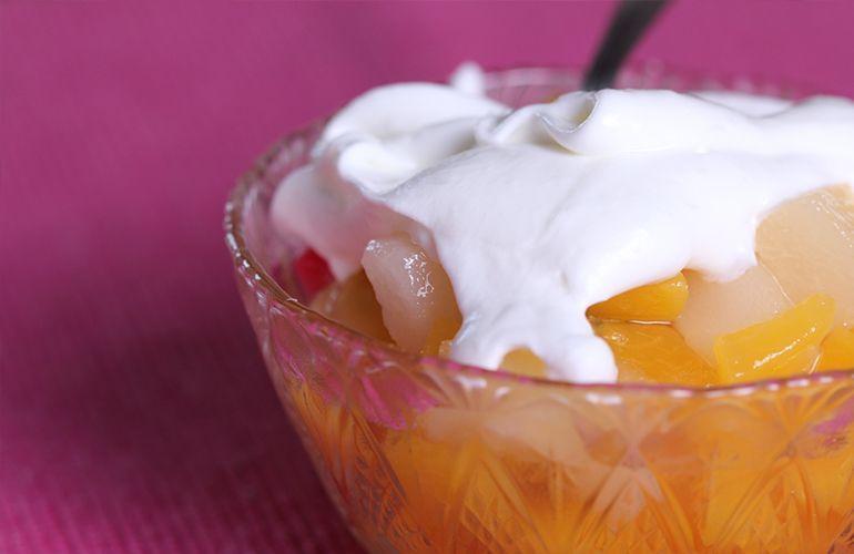 salada de frutas com creme de leite