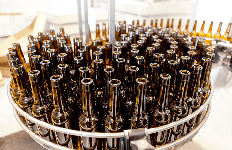 garrafas de cerveja industrializada