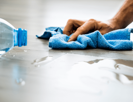 limpando piso de porcelanato