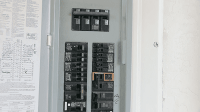 power box showing 15 or 20 amp circuits