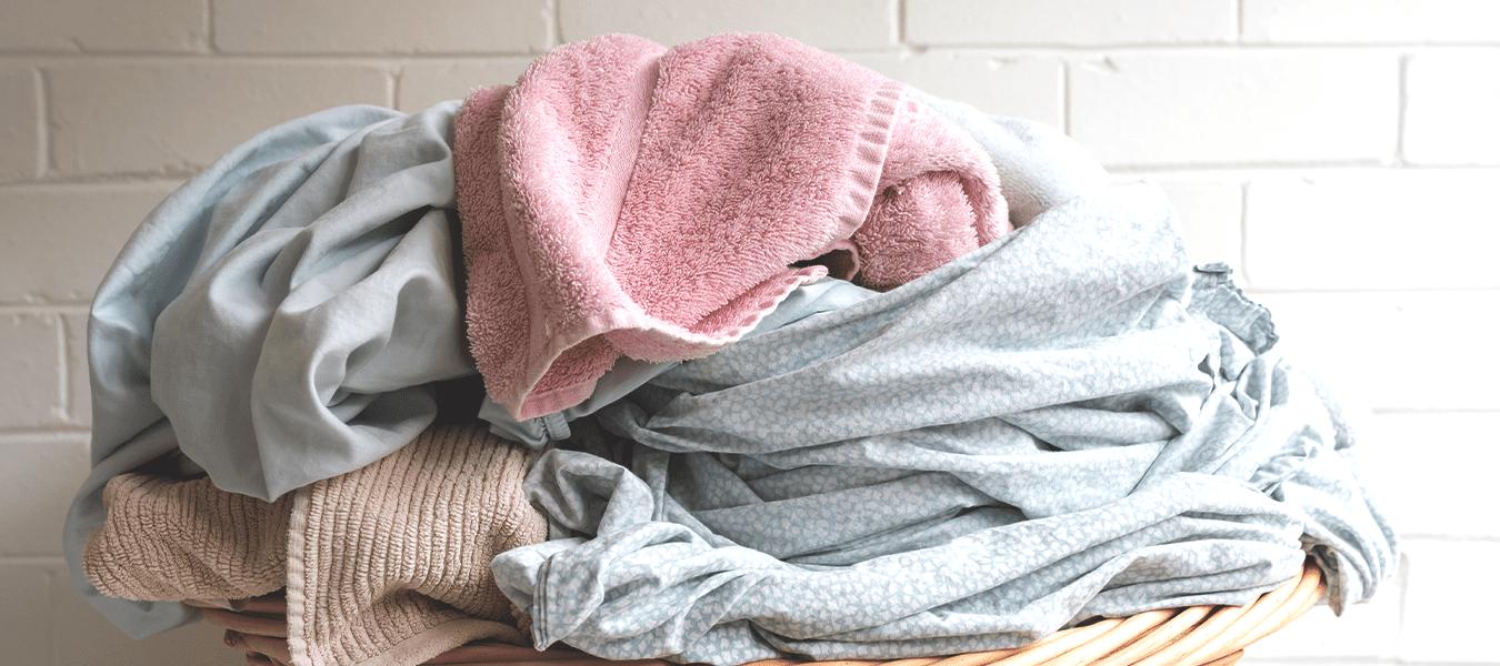 Mitos e verdades: veja como a água quente age na lavagem de suas roupas