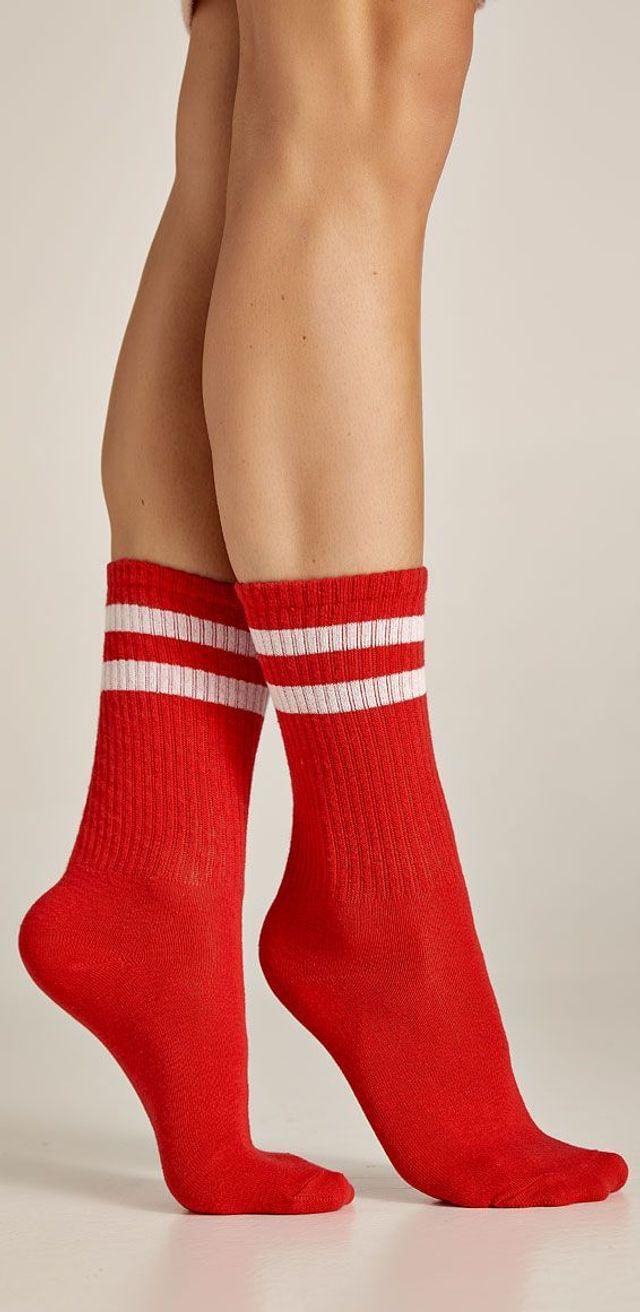 Κόκκινες, αθλητικές κάλτσες