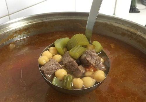 מרק חומוס ובשר