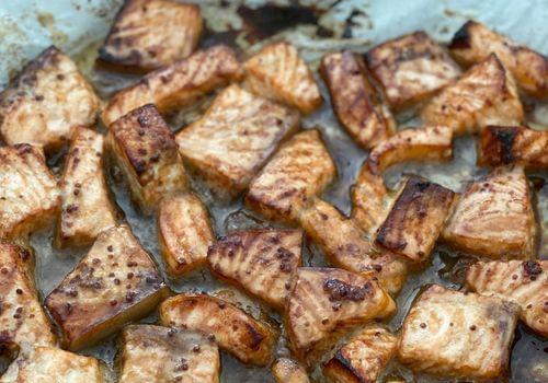 סלמון בתנור ברוטב סויה ודבש