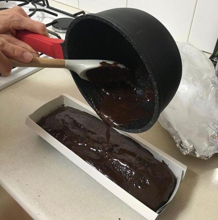 עוגת שוקולד פרווה נימוחה ועסיסית קלה להכנה