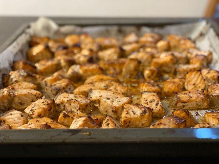 סלמון בתנור עם סויה דבש ועשבי תיבול