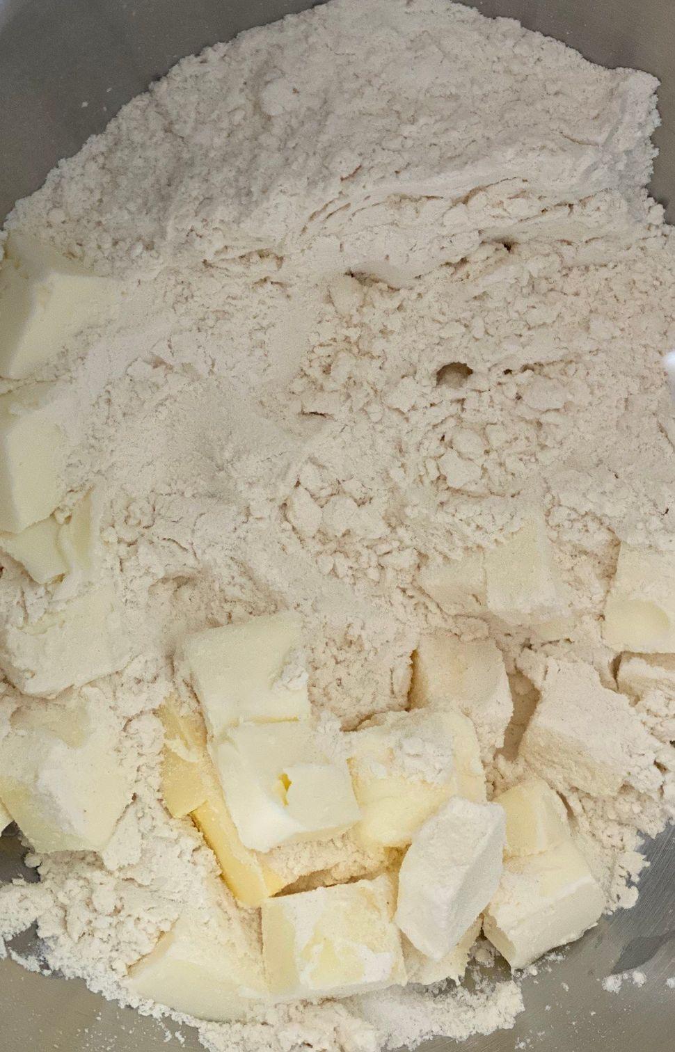 קיש פלפלים קלויים עם גבינת עיזים