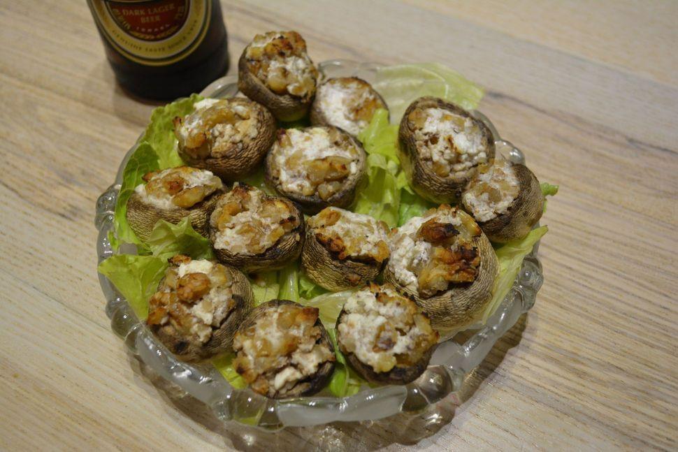 פטריות ממולאות גבינה בולגרית ואגוזי מלך