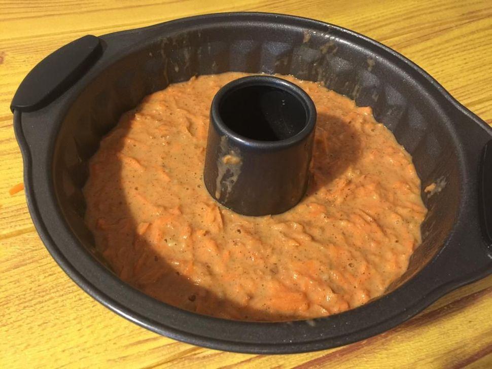 עוגת גזר לפני כניסה לאפייה בתנור