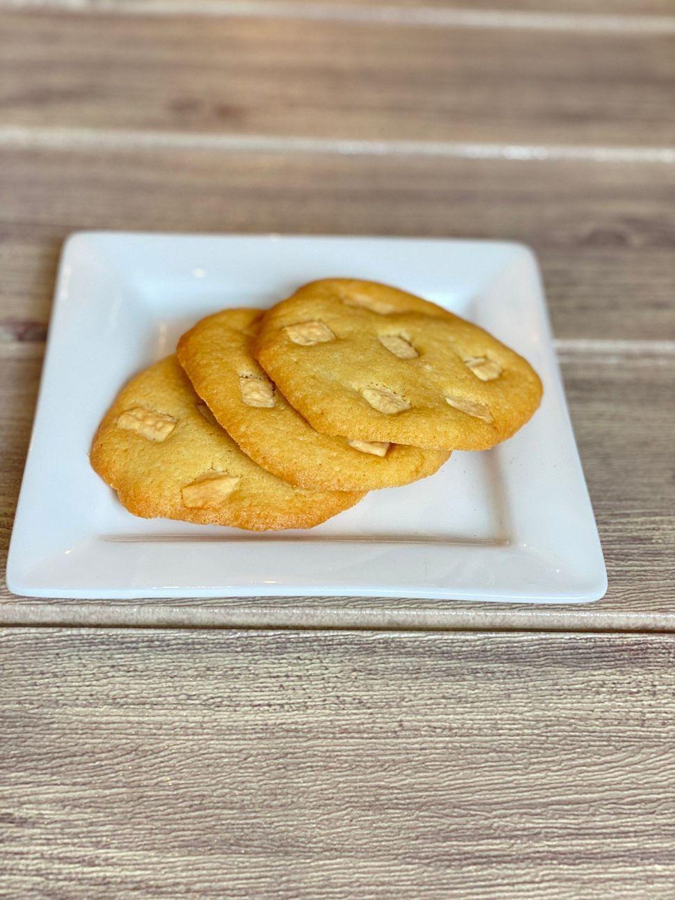 עוגיות שוקולד צי'פס לבן - קוקיס - הכי טעים שיש